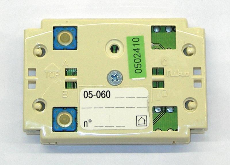 bouton poussoir 2 contacts permet la commande de 2 fonctions. Black Bedroom Furniture Sets. Home Design Ideas